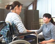 ベッド上端座位から車椅子への移乗介護
