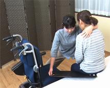 分割の移乗介護、スライディングボード、座り直しの介護